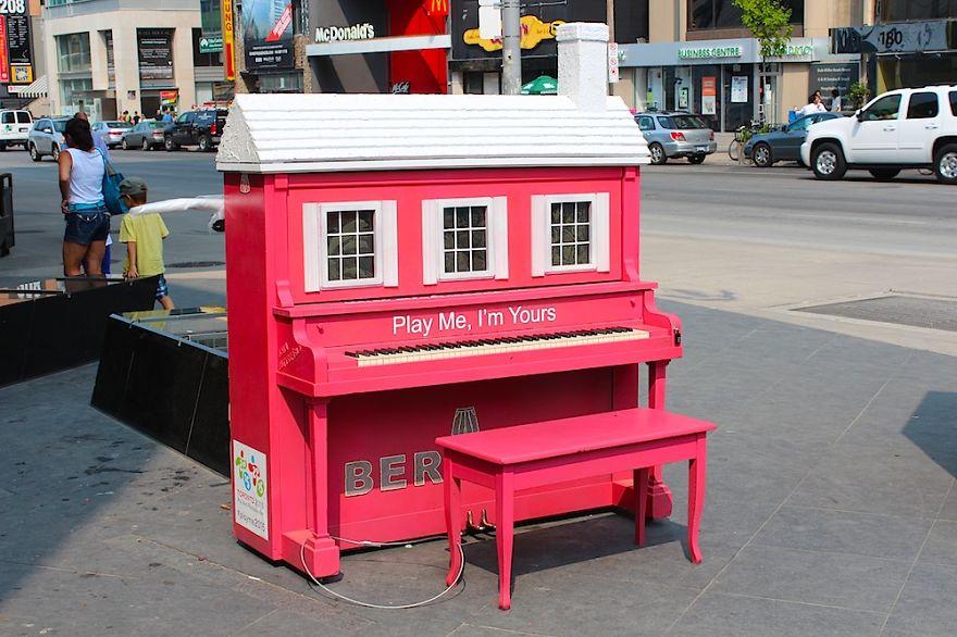 street-pianos-120__880