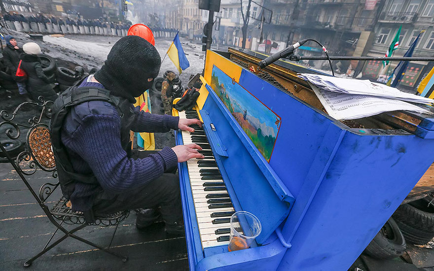 street-pianos-play-me-im-yours-project-kiev__880
