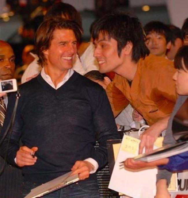 Tom Cruise non vede l'ora di essere abbracciato dall'uomo-pezzato