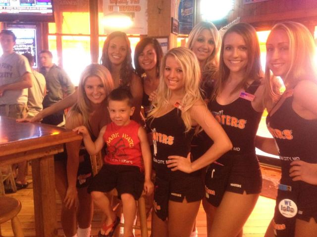 hootersocphoto04