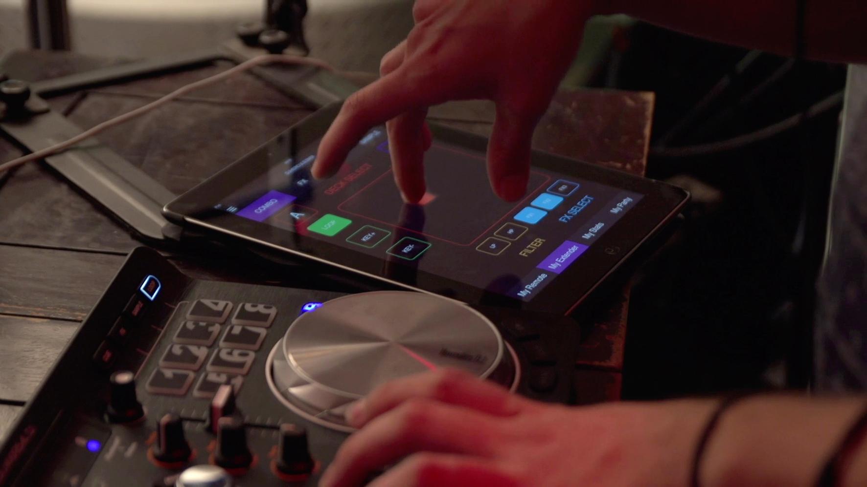 Hercules-Universal-DJ-lifestyle-02a-MyExtender