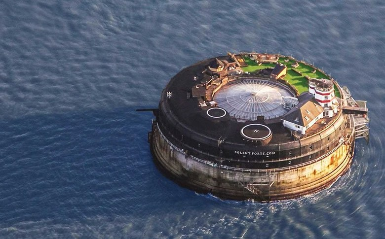 this-19th-century-sea-fort-has-been-converted-into-a-modern-luxury-hotel-6-780x485
