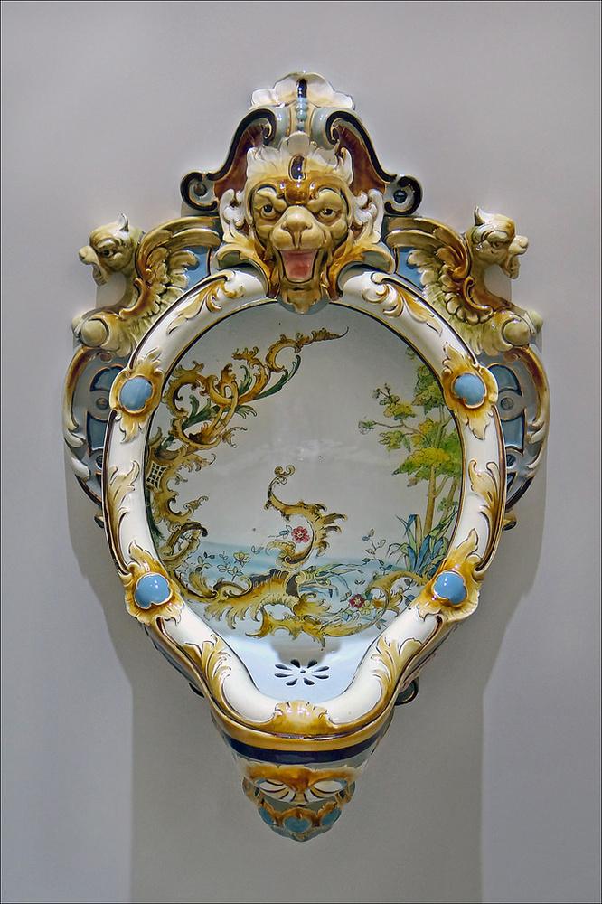 Opera d'arte creata in Austria nel 1895 ed esposta alla Biennale di Venezia