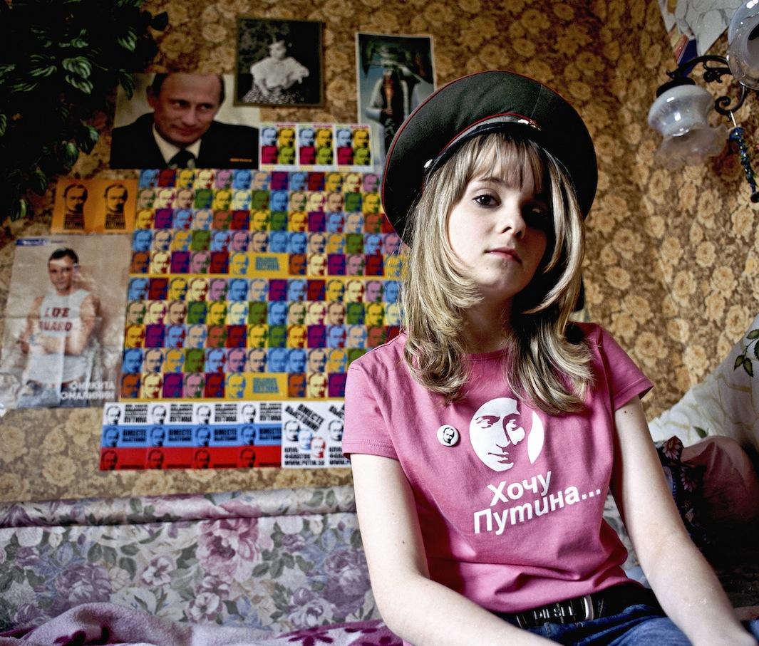 """Yulia Minazhetdinova: """"I miei genitori sono contro i miei passatempi. Dicono di non capire, ma io non ci credo. Putin è il mio eroe. È una fonte d'ispirazione, è grazie a lui che le mie azioni hanno senso. Voglio assomigliargli""""."""