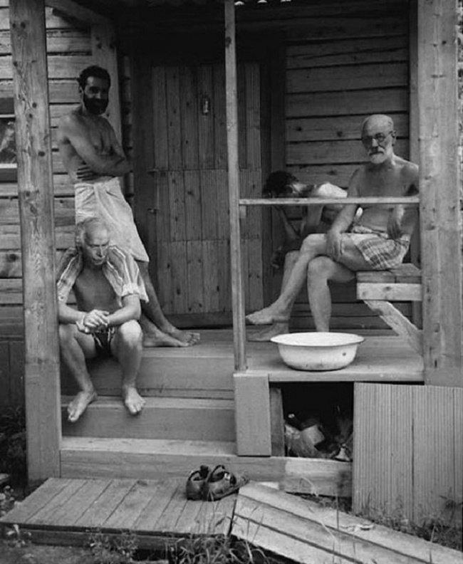 lo psicanalista Freud e l'allievo Jung durante una sauna (1907)
