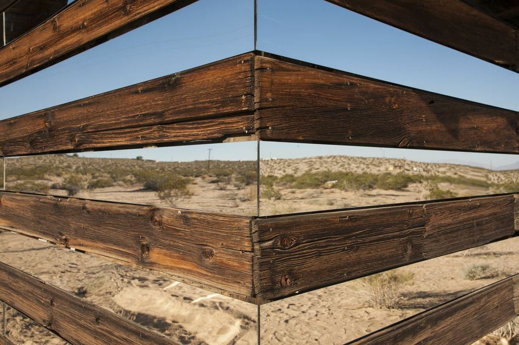 rows-mirrors-shack-desert-02-1024x682