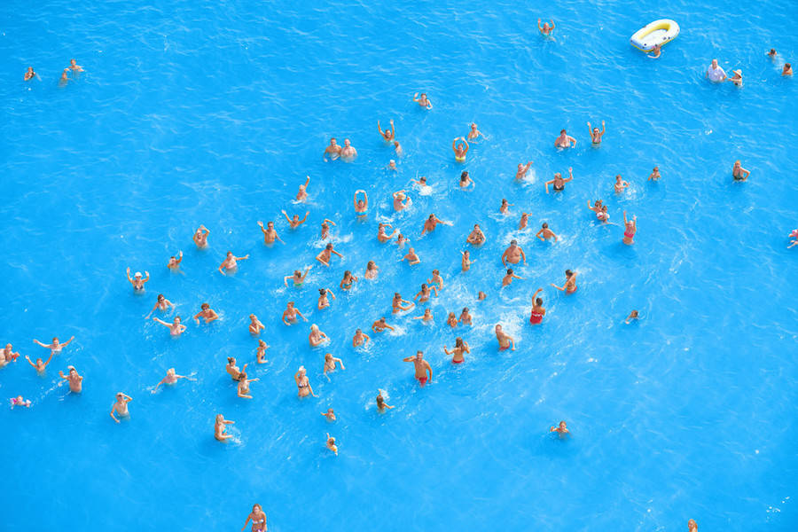 Aerial-Photographs-of-Vacationers-in-the-Adriatic-Sea11-900x600
