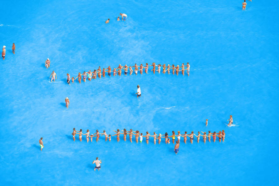Aerial-Photographs-of-Vacationers-in-the-Adriatic-Sea14-900x600