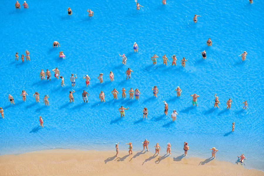 Aerial-Photographs-of-Vacationers-in-the-Adriatic-Sea15-900x600