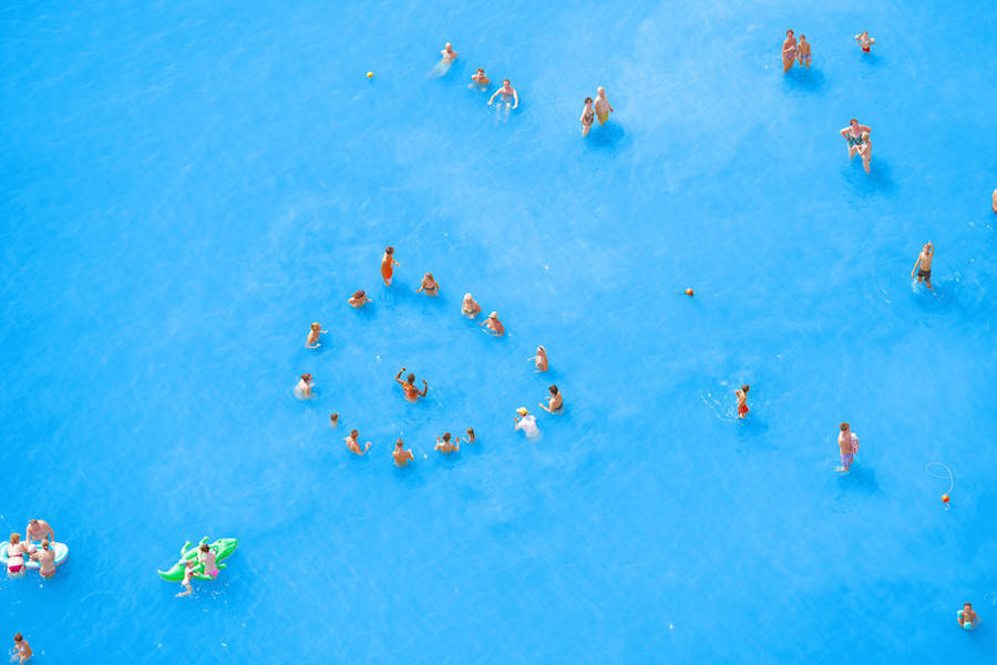 Aerial-Photographs-of-Vacationers-in-the-Adriatic-Sea4-900x600