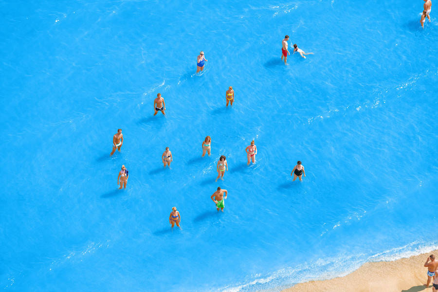 Aerial-Photographs-of-Vacationers-in-the-Adriatic-Sea6-900x600