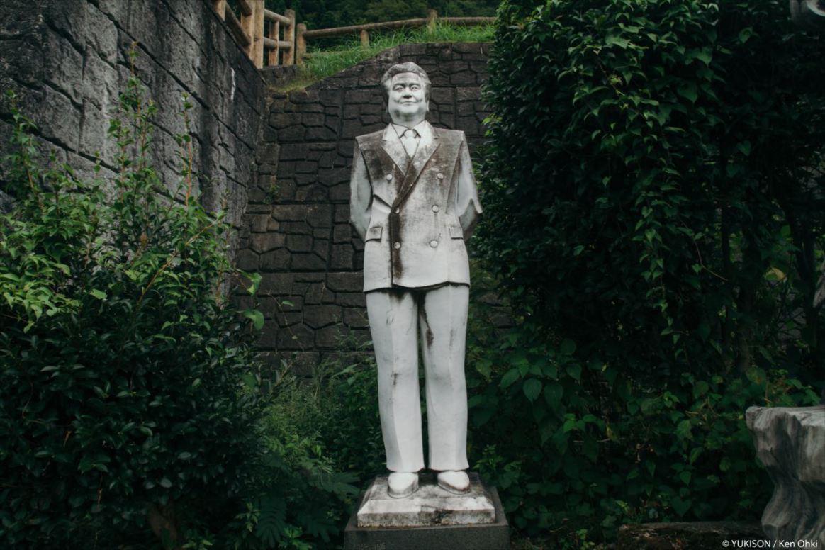 spooky-statues-2
