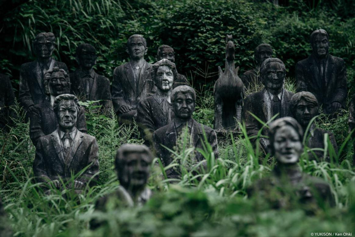 spooky-statues-23