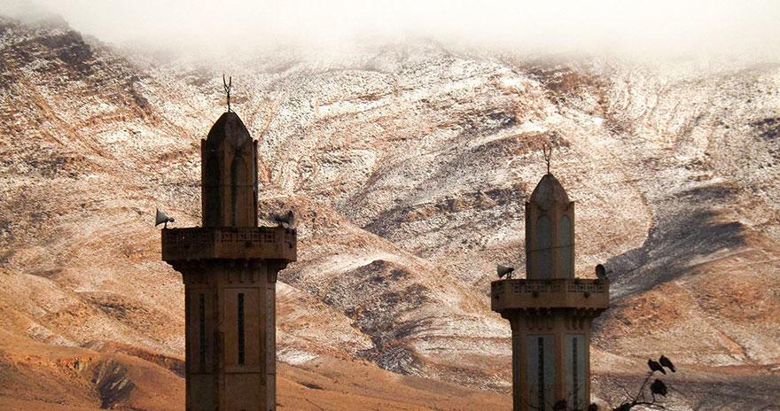 rare-snow-sahara-desert-geoff-robinson-4