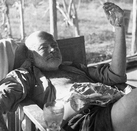 Ernest_Hemingway_Kenya_safari_1954_465_443_int
