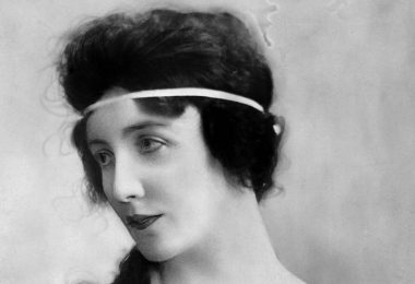 the-worlds-first-supermodel-was-an-antisemite-who-died-in-a-mental-asylum-1461186703