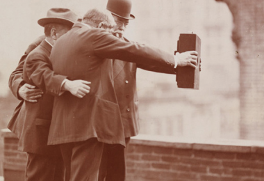 vintage-selfie-1920-featured01
