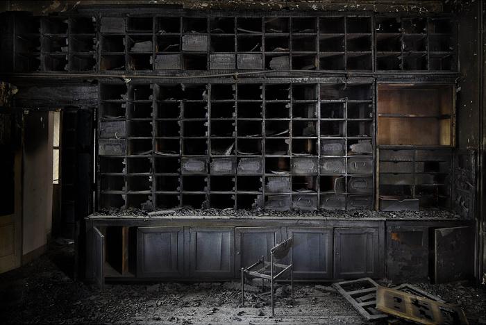 biblioteca bruciata