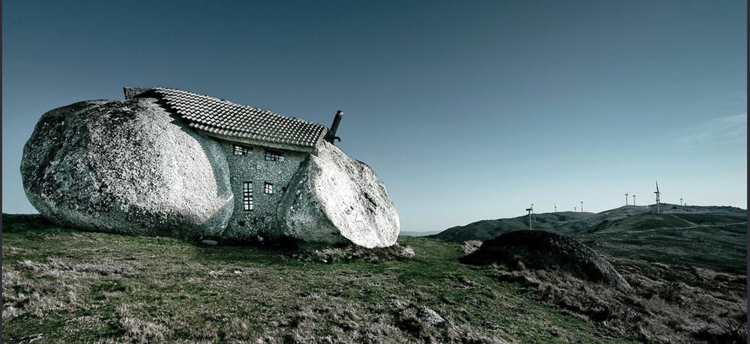La casa dei flintstones esiste davvero in portogallo