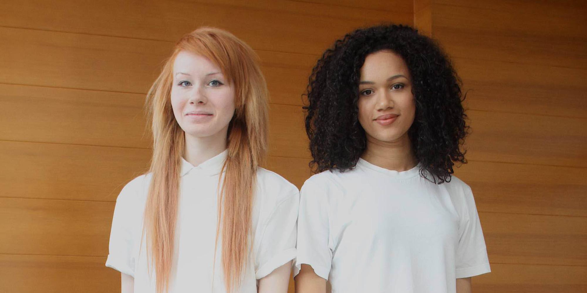 Queste due ragazze non solo sono sorelle ma anche gemelle - Gemelli diversi a chiara piace vivere ...