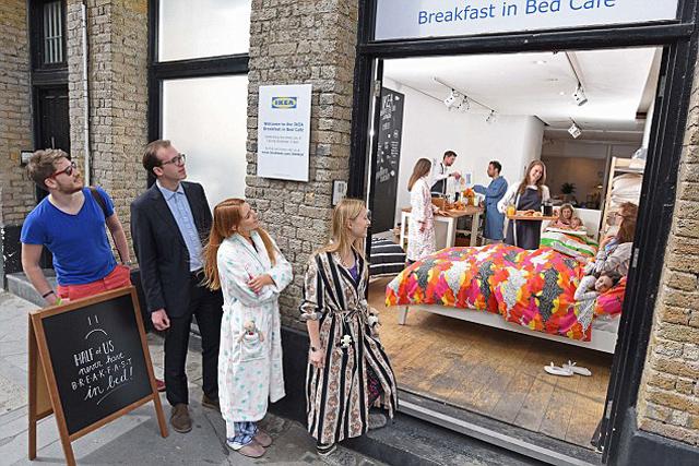 IKEABreakfast-in-Bed00
