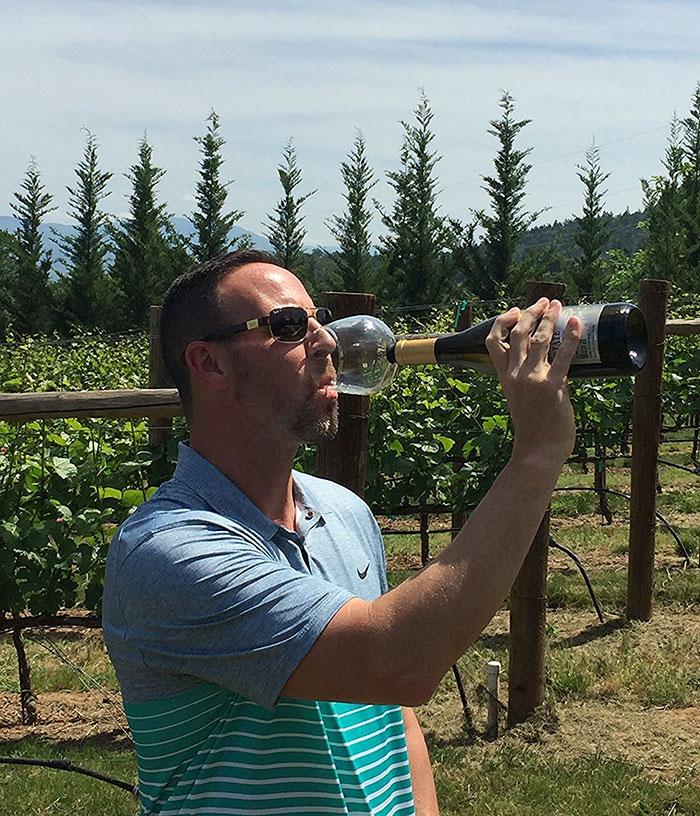wine-bottle-glass-guzzle-buddy-8