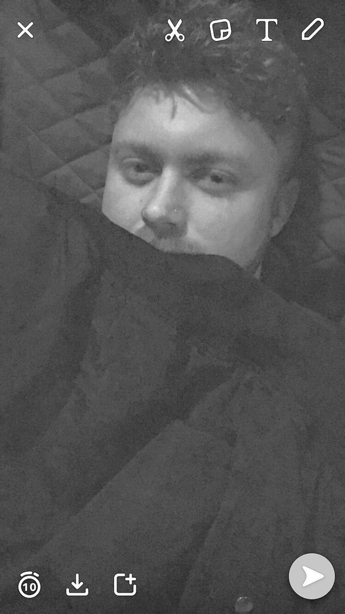 boyfriend-fools-girlfriend-bed-selfie-jaygreatorex-12