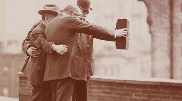 vintage-selfie-1920-featured01