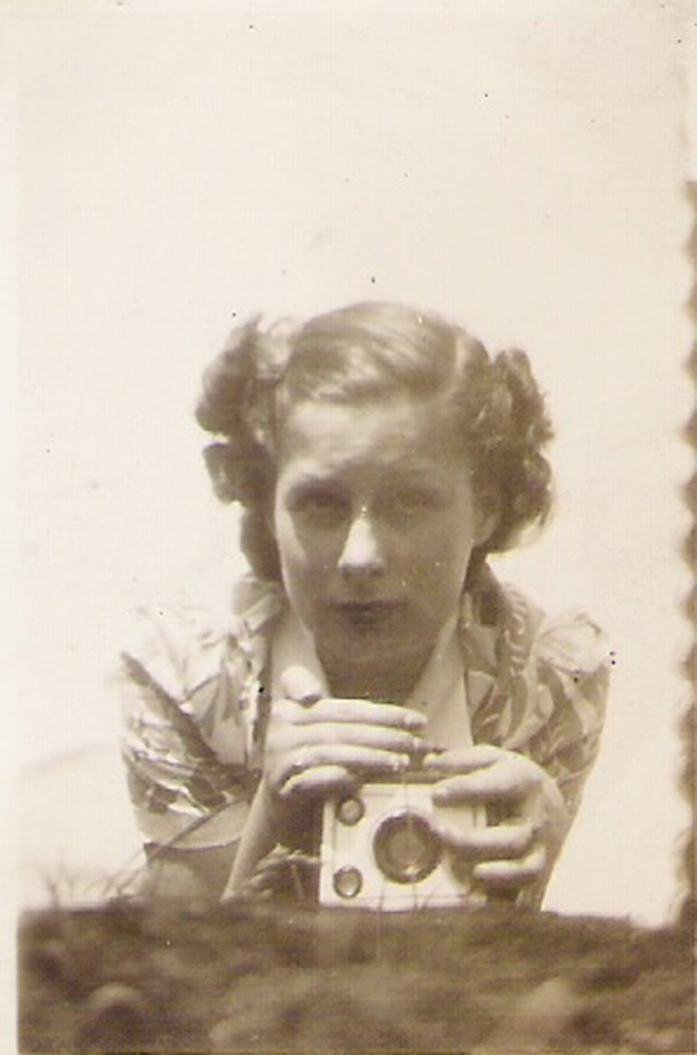Vintage Snapshots of Self-Portraits from between the 1930s and 40s (1)
