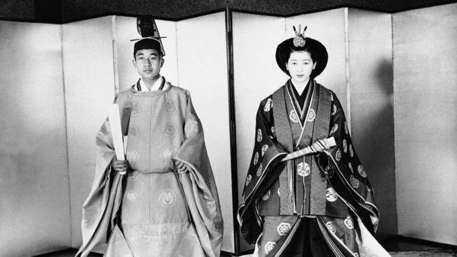 Il Giappone vara la legge: l'imperatore può abdicare