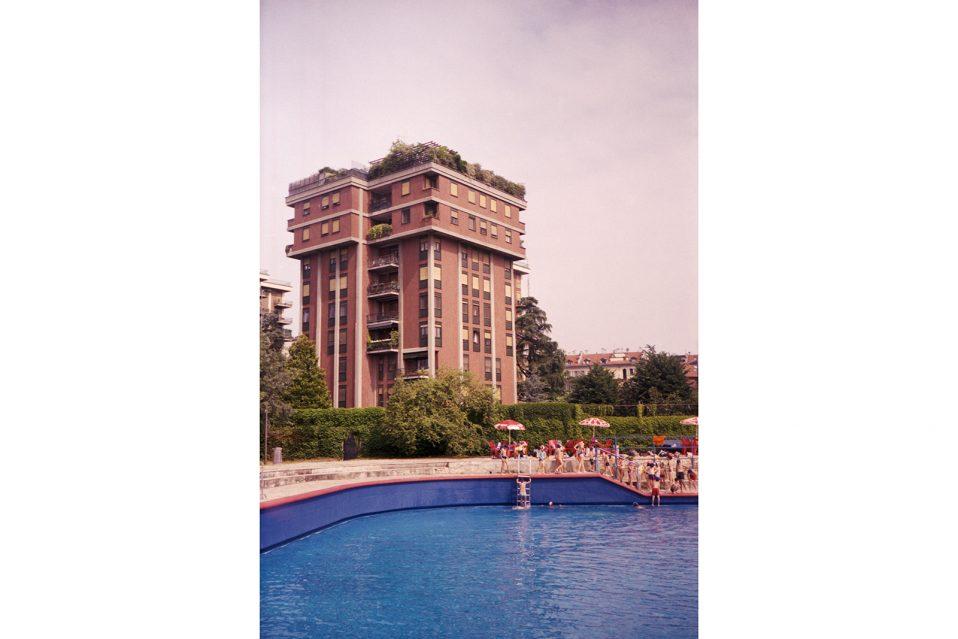 Le piscine di milano immortalate dal fotografo stefan giftthaler darlin magazine - Piscina argelati milano ...