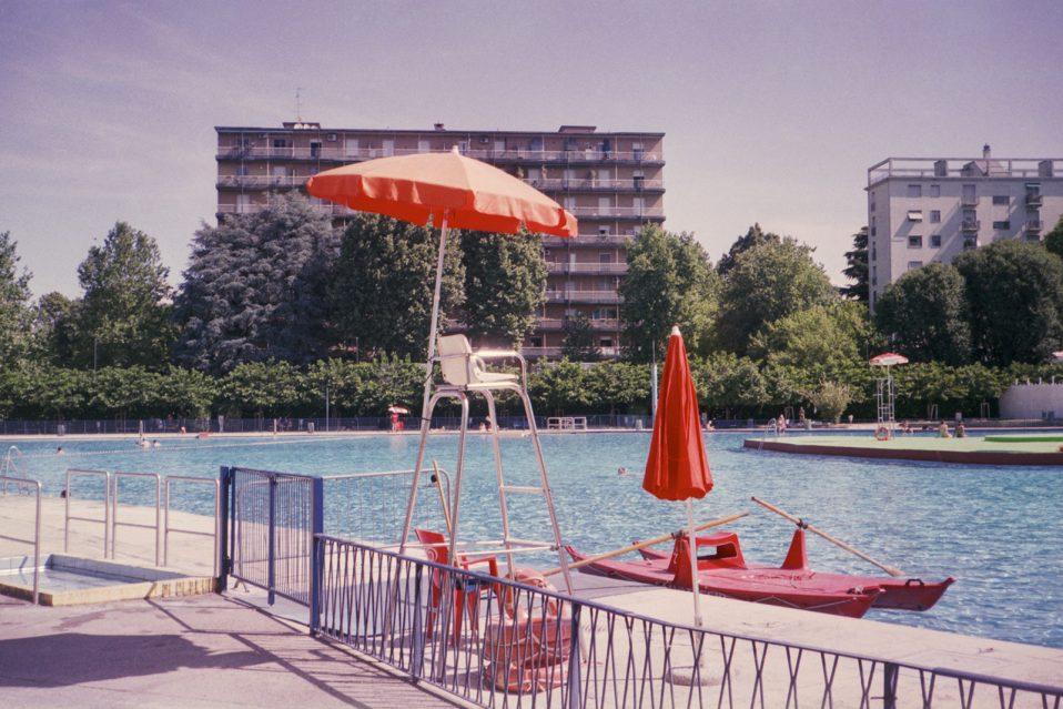 Le piscine di milano immortalate dal fotografo stefan giftthaler darlin magazine - Piscina argelati ...