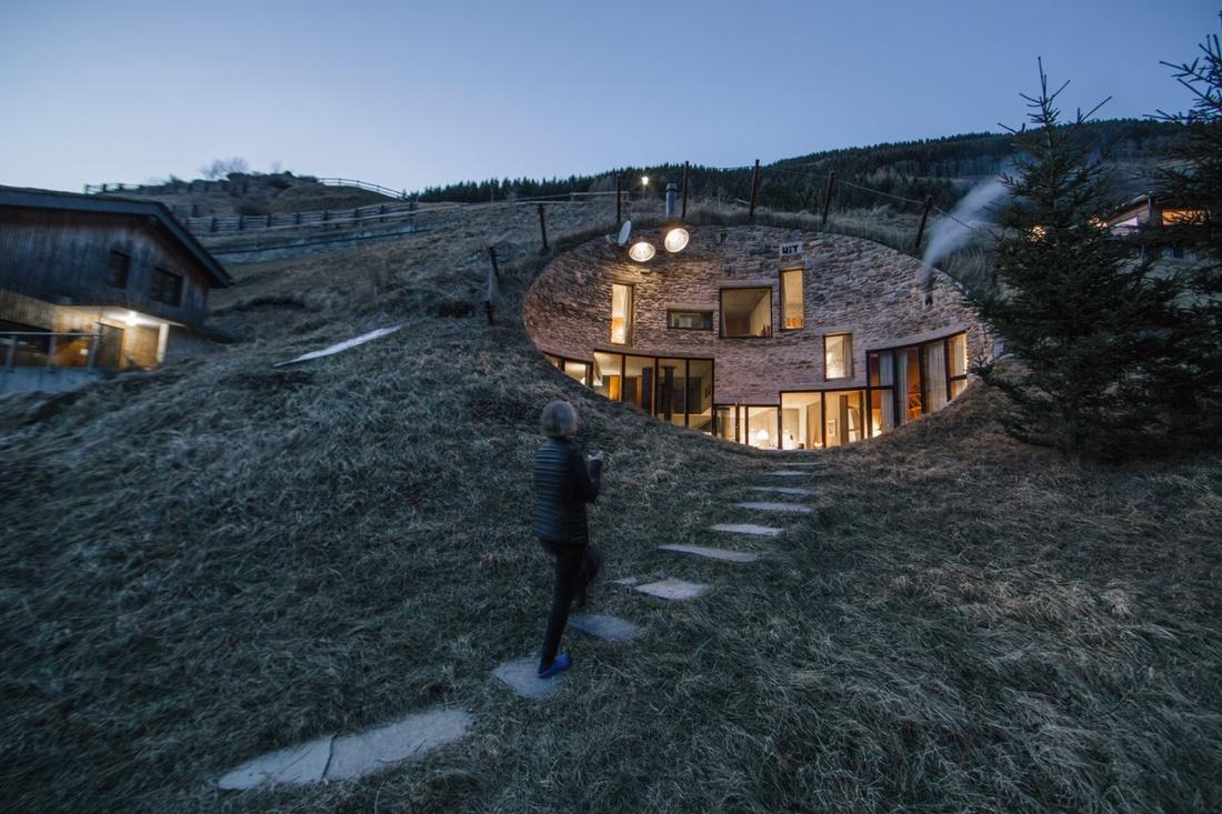 Un sito in stile airbnb permette di alloggiare negli for Sito per architetti