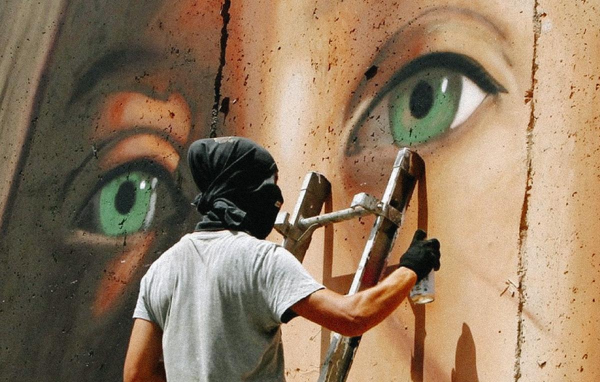 Jorit aggredito mentre dipinge murale all'Arenella da consigliere municipale