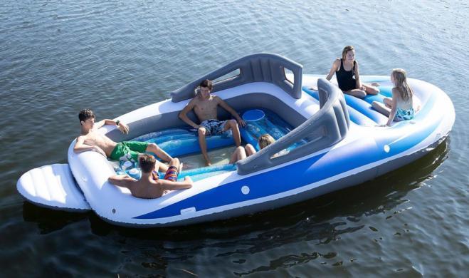 La yacht gonfiabile per sentirsi ricchi anche da poveri